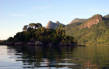 Aproaching Mamanguá