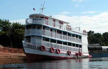 "River boat called gaiola (""bird-cage"")"